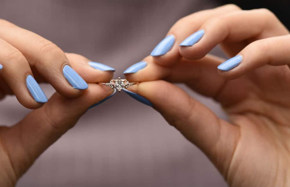 ako vybrať zásnubný prsteň
