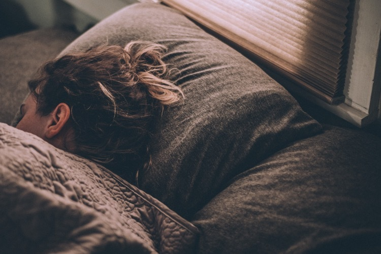 spánok na boku