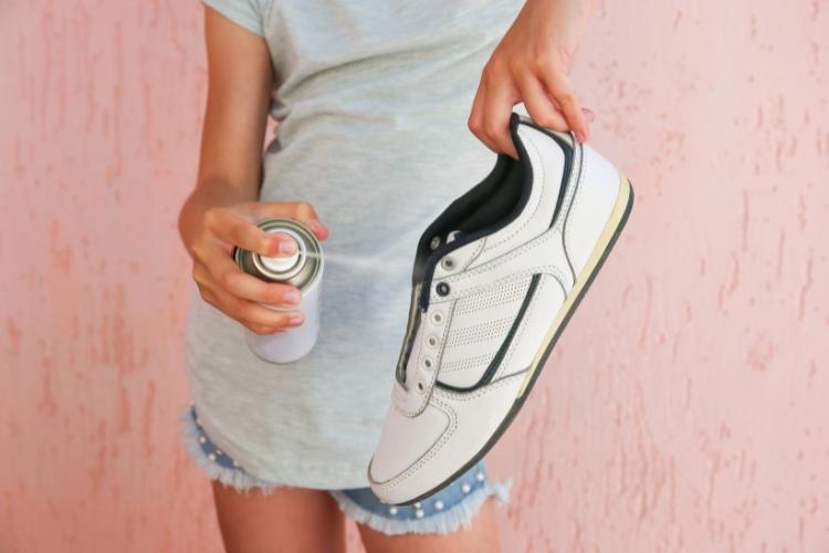 Ako sa zbaviť zápachu v topánkach sprej do topánok