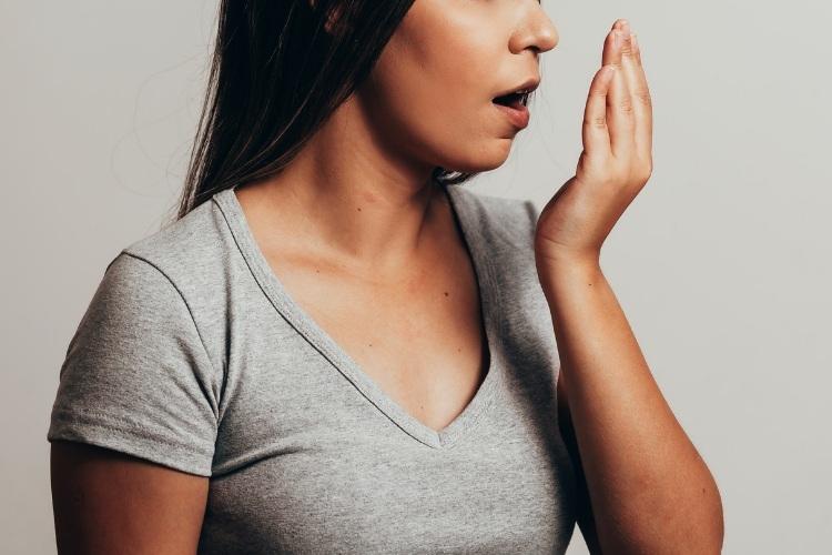 Ako sa zbaviť zápachu z úst