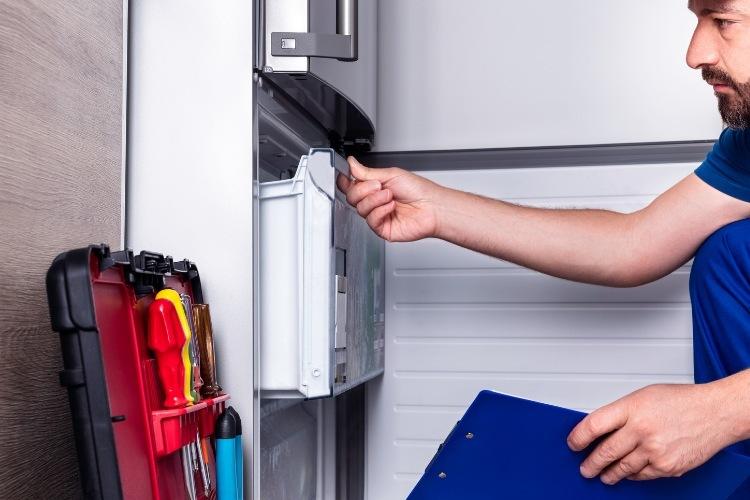 Poruchy chladničky, ktoré si vyžadujú opravára